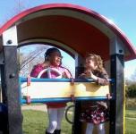 Arianna_en_Moye_in_speeltuin.jpg
